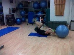 abdominal + salto + lanzamiento pelota